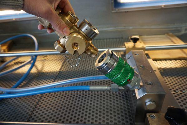Series AG per connessione su filetto maschio, per collaudo di valvole per gas tecnici